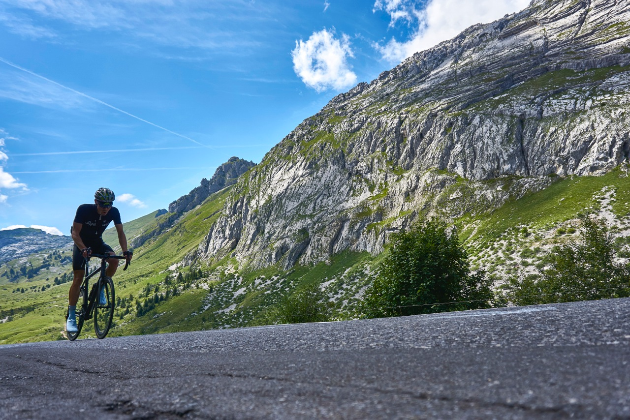 PHYSIOINNOVATION | SPORT PERFORMANCE | DELIVERING QUALITATIVE & INNOVATIVE SOLUTIONS FOR ATHLETES | AlpCamps Training Camps for cyclists in the Swiss Alps